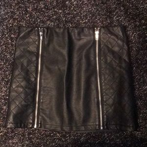 Lf Black zip skirt